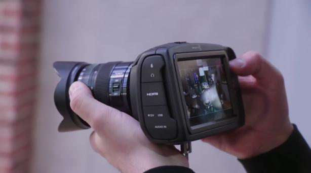 Pocket Cinema Camera 4K avec un écran 5 pouces