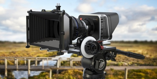 Caméra Blackmagic Cinema Caméra avec des formats 4K ou 2K suivant les modèles.